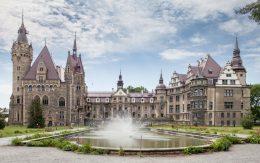 Zamek w Mosznej, Polska
