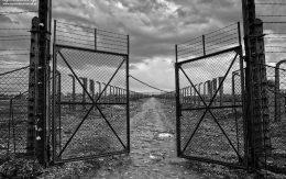 Boczna brama obozu Birkenau