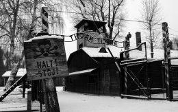 Brama arbeit mach frei obóz Auschwitz
