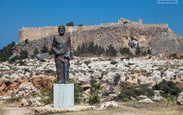 Kleobulos pomnik przed Akropolem w Lindos