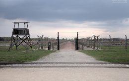 Wewnątrz obozu Birkenau