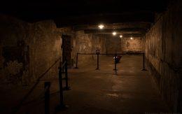 Wnętrze komory gazowej w obozie koncentracyjnym