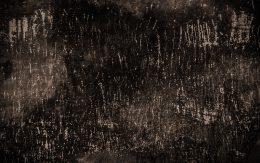 Zadrapana ściana paznokciami w Auschwitz