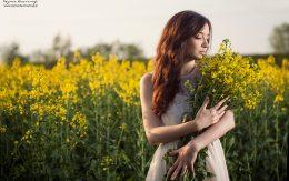 Sesja z kwiatami rzepaku