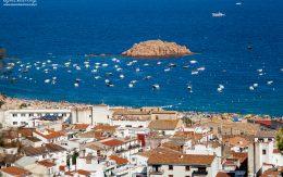 Widok na plaże w Tossa de mar, Hiszpania