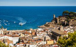Widok na port i plażę Tossa de mar