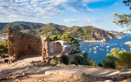 Fragmenty ruin zamku w Tossa de mar