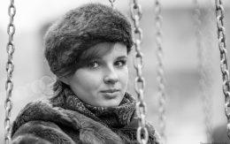 Dziewczyna w zimowej czapce
